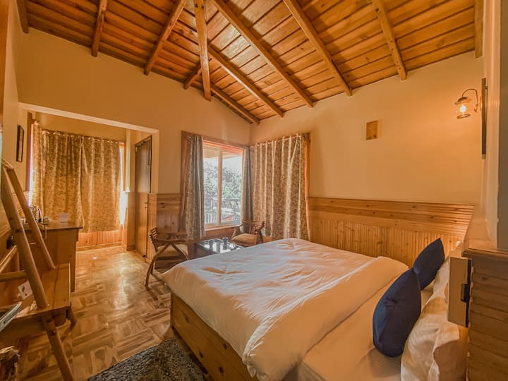 Maple wood Private room in Ramgarh Vatika