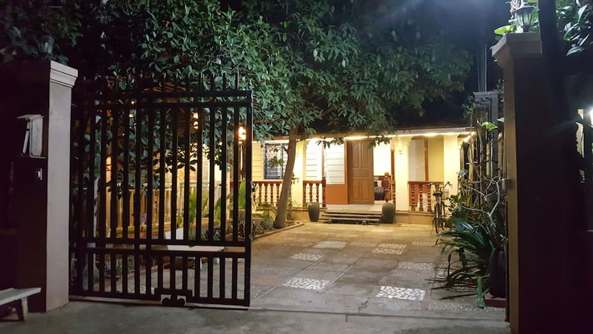Private Villa, 3 bed rooms,free pickup,free Wifi - Krong Siem Reap - วิลล่า