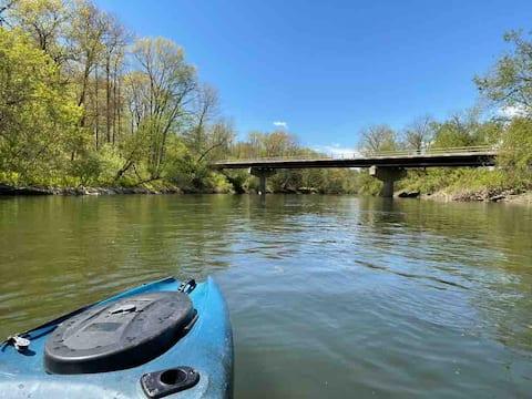 Adirondack Riverside Apartment, Boathouse & Kayaks