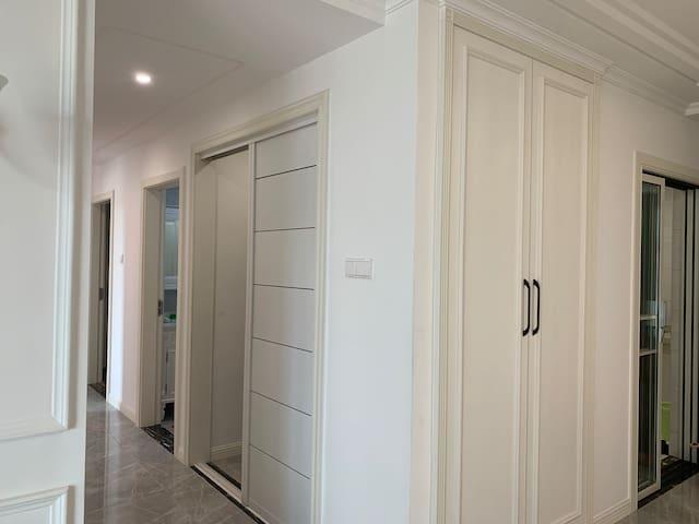 西湖万达广场旁,离滕王阁和秋水广场仅15分钟车程的,温馨精装新房