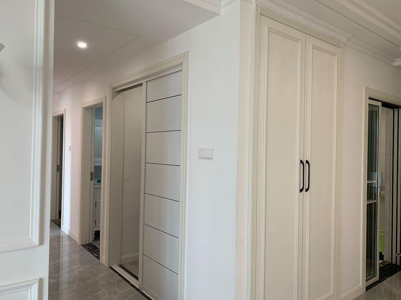 除2个卧室外,还有衣帽间和挂衣柜,方便您出行时整理衣物。