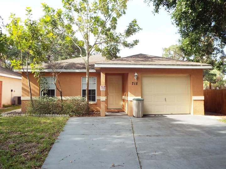 Comfortable & modern house in Central Bradenton