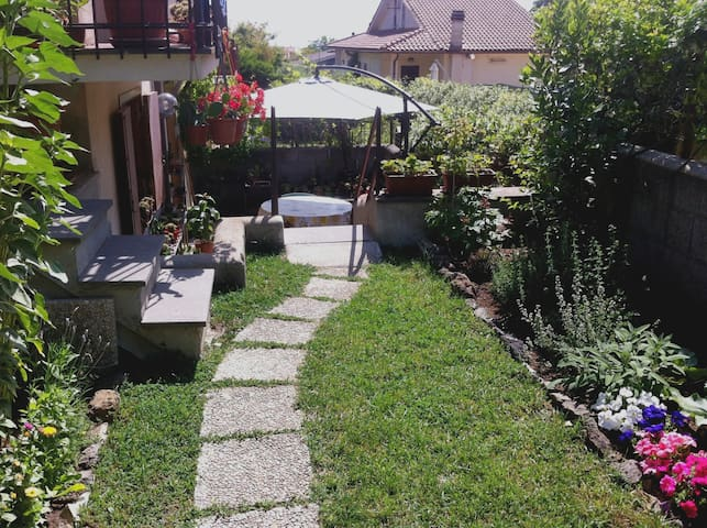 Comfortable rooms in a villa 2km from Lago di Vico