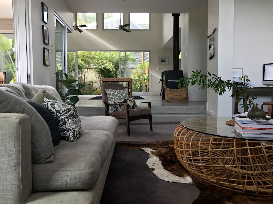 High ceilings, bright and sunny