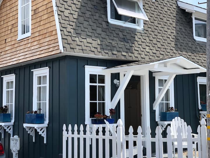 A Stone's Throw: Quaint Cottage, Ocean Views