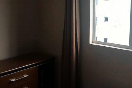Quarto, sala e cozinha de AP com estacionamento - Curitiba - Apartamento