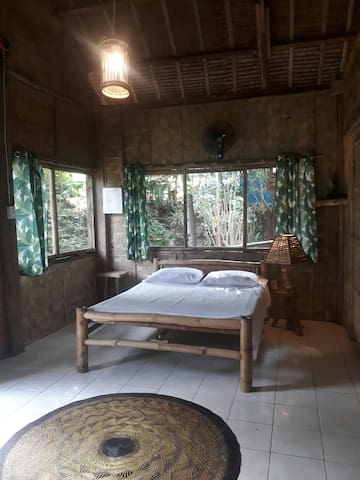Alpas Bamboo Beachfront Double Room - Manuel House