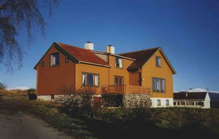 Ålesund: Charming 4 bedroom house with parking