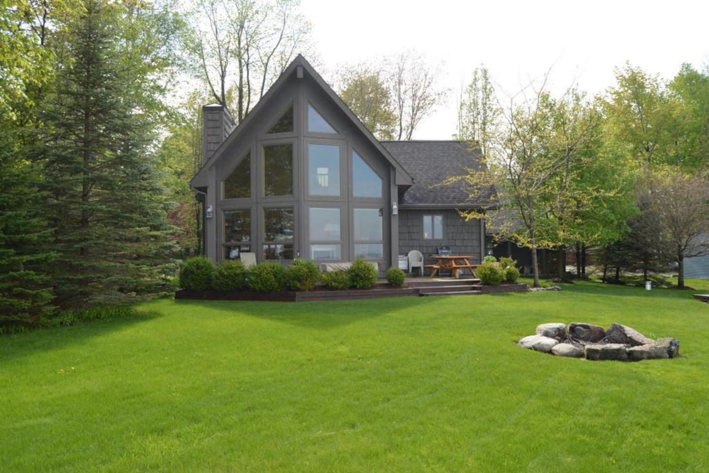 Cottage boasts beautiful views of Long Lake!