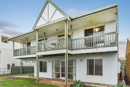 Middleton Tahren Beachfront Lodge - Pet Friendly - Middleton - House