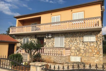 Apartmani Suric Privlaka - One Bedroom Apt - Apartment