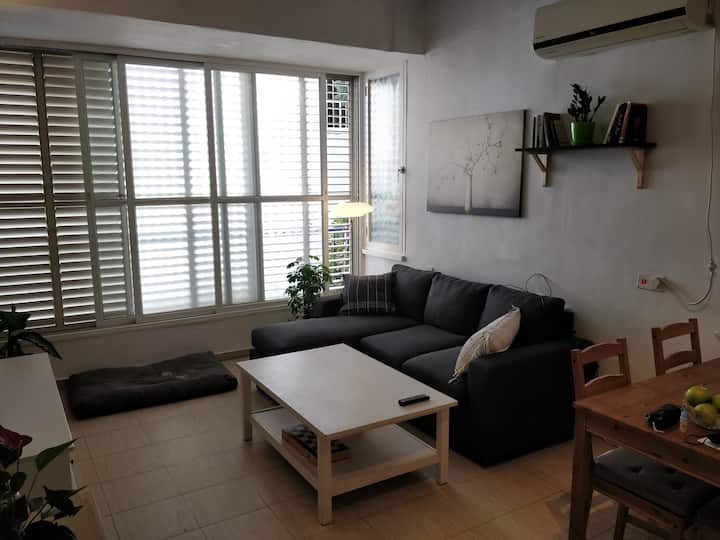 A lovely, spacious apartment in central Tel Aviv