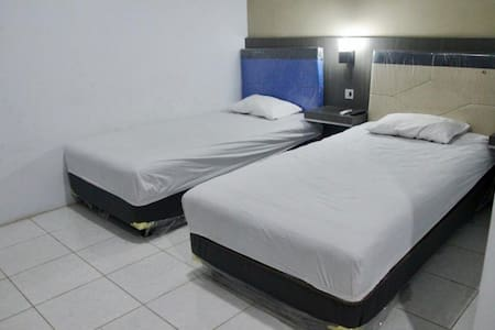 Clean and spacious room at central location