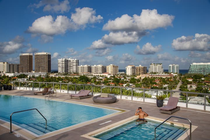 Penthouse 4 Bedroom | Water Views | Roof Top Pool!