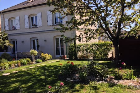 Les Suites Champenoises Bed & Breakfast - Tinqueux - Bed & Breakfast