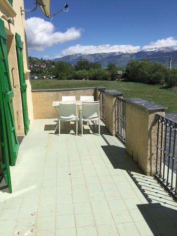 Beau appartement cerdane française