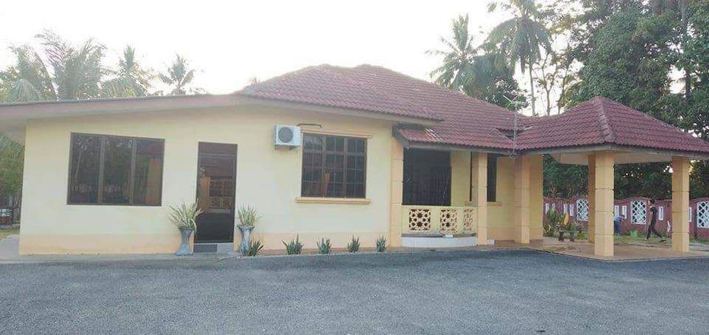 Homestay Damaisuri , Jalan PasirMas-Salor, KB