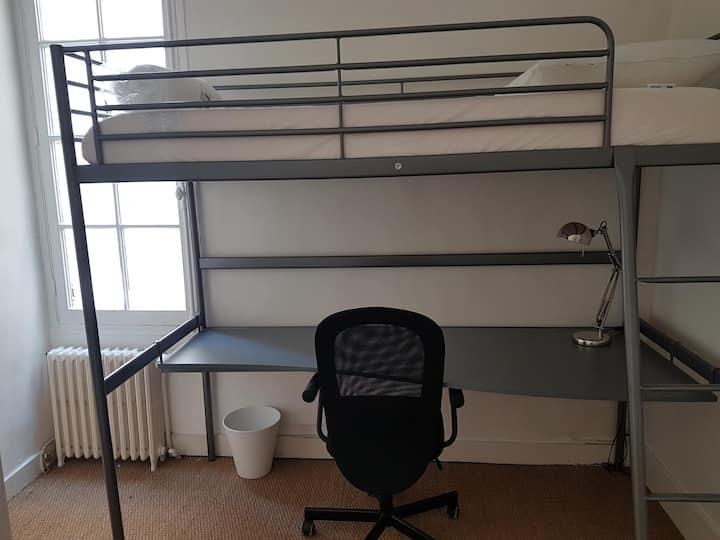 Chambre n°3 -  Lit mezzanine Bureau - Hyper Centre