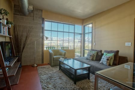 Loft Space Downtown | Great View | Fiber Internet - Salt Lake City - Lejlighed