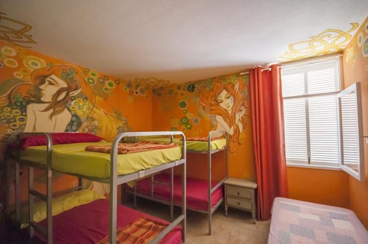 """Los Duendes del Sur hostel/ 5 bed dorm """"Las Hadas"""""""