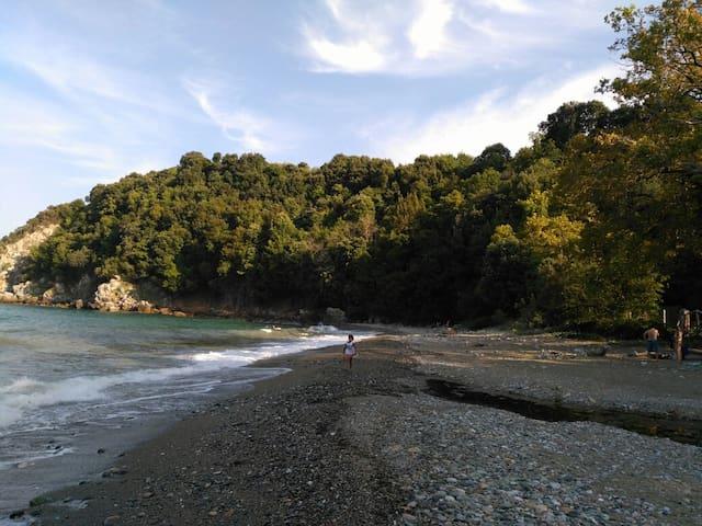 Larisa seashore, Psarolakas - Karitsas