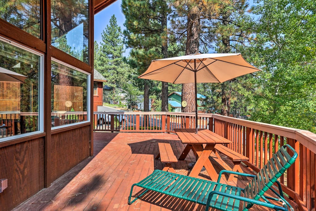 The 3-bedroom, 2-bath vacation rental sleeps up to 10 guests.