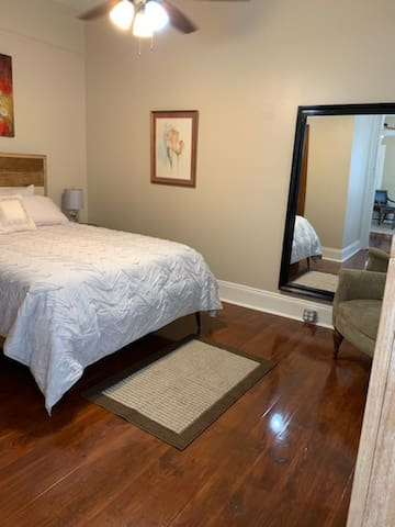 Private Mid City Gem, 1 Bedroom near City Park