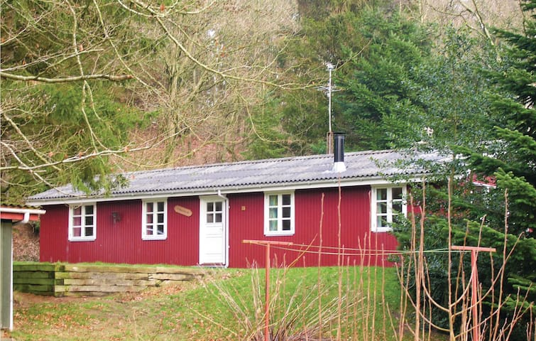 Holiday cottage with 3 bedrooms on 85 m² in Gistrup