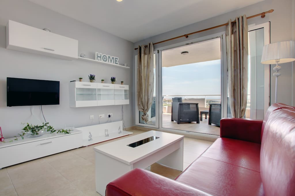 Living-room with access to the terrace and sea view