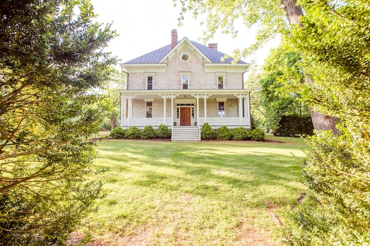Boxwood Villa ~ Historic Charm With a Modern Twist