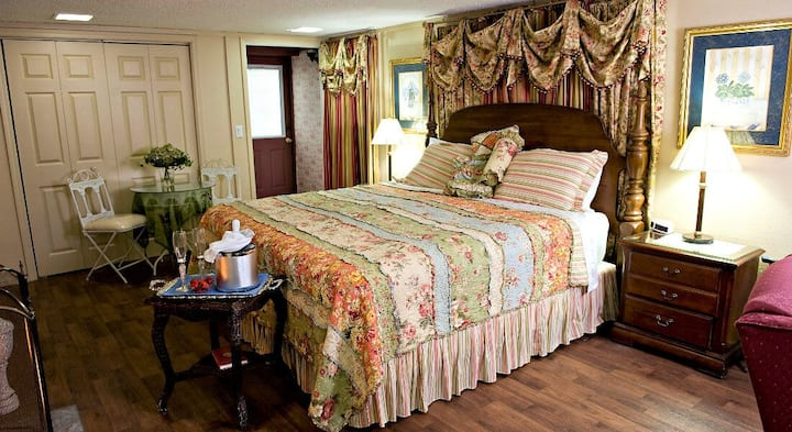 Garden Room - Loganberry Inn B&B