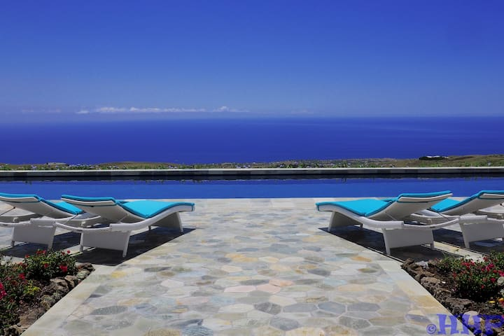 Looking across the pool to a breathtaking view of the Pacific ocean