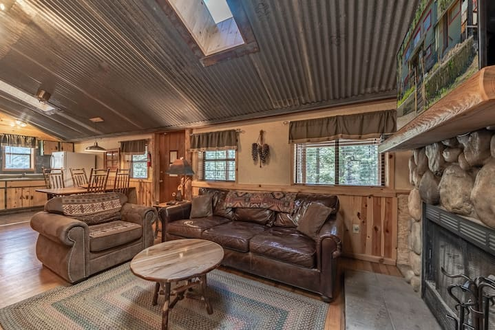 Pinecone Cabin: Sweet, Rustic Cabin in the Upper Canyon!