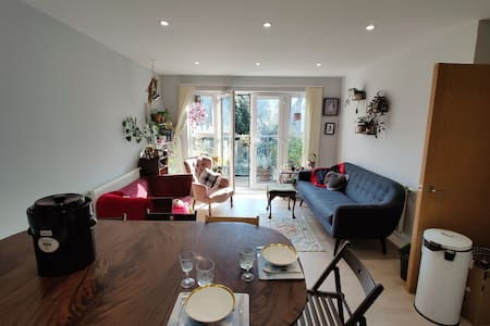 Pet Friendly, Modern Greater London Flat