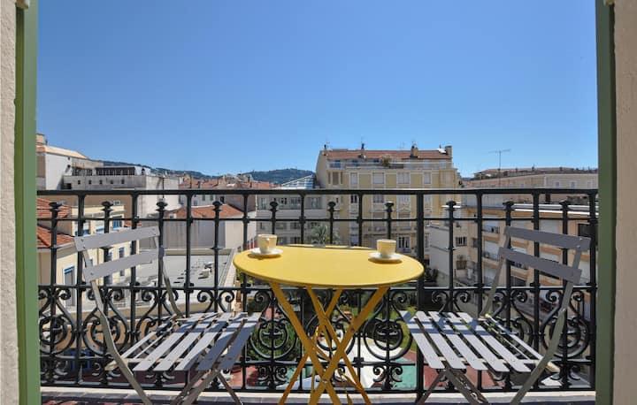 Amazing home in Cannes with WiFi and 2 Bedrooms