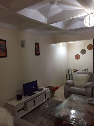 Cozy 2bdrm home close to everything - Nairobi - Apartmen