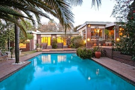 Pangaea Manor G/House, Palm Suite Part S/Catering - Sandton
