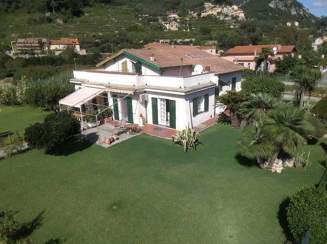 """Villa """" All'Aquila"""" a due passi da Finalborgo 1152"""