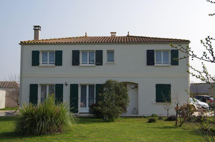 Villa Trémière - Marsilly - Talo