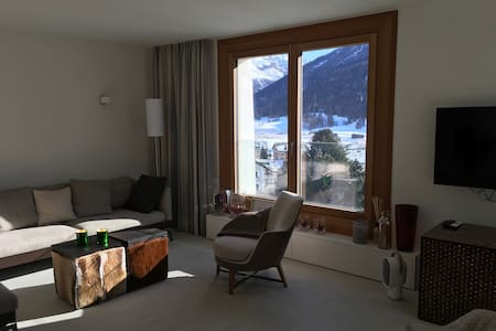 Beautiful, bright and stylish apartment in Engadin - Zuoz - Appartement
