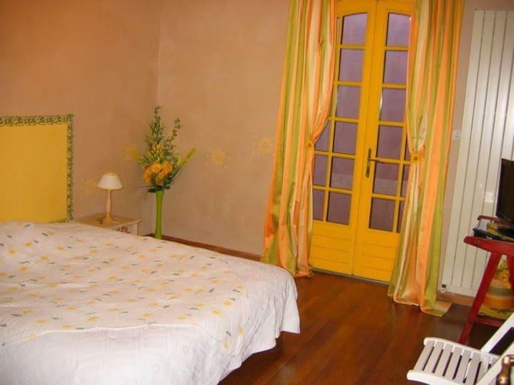 Gîte La Provence : Chambre Tournesol (Bollène)