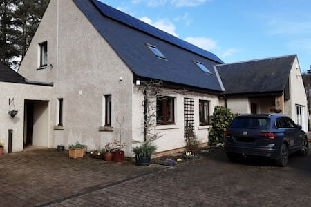 Coldstream, Spacious Room, edge of town location.