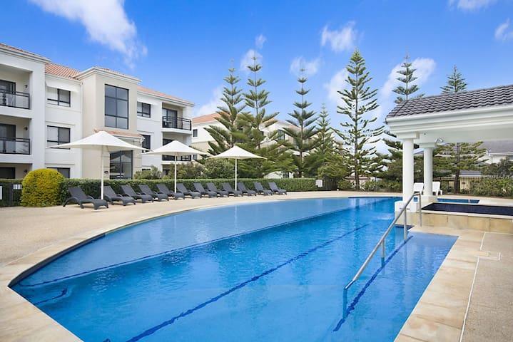 Resort Style Townhouse -Sands 51 -A beach Escape - Yamba - Rumah bandar