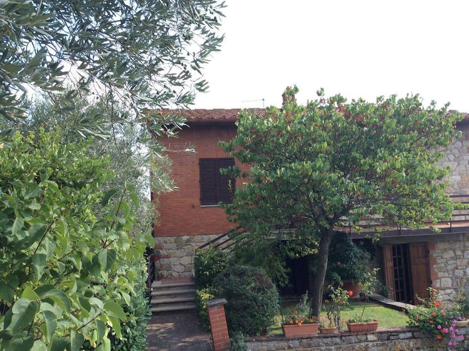 Large house in the green Chianti Senese , inhabited by the owner Patrizia  and her mother.