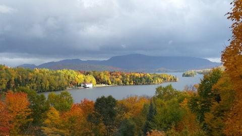 Très beau chalet au  magnifique  lac Archambeault