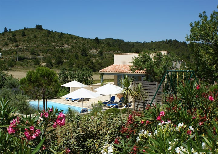 Villa avec piscine privative à 25 km de la mer