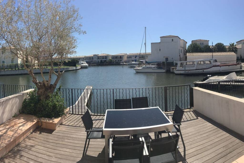 Terrasse avec accès au ponton