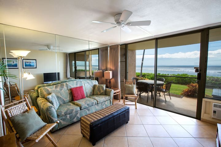 Open your lanai doors to the island breezes and the soothing sound of the Maui surf!  Dining table for four located on the oceanfront lanai.