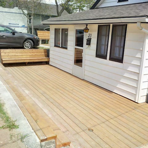 Family cottage heart of Grand Bend with new deck