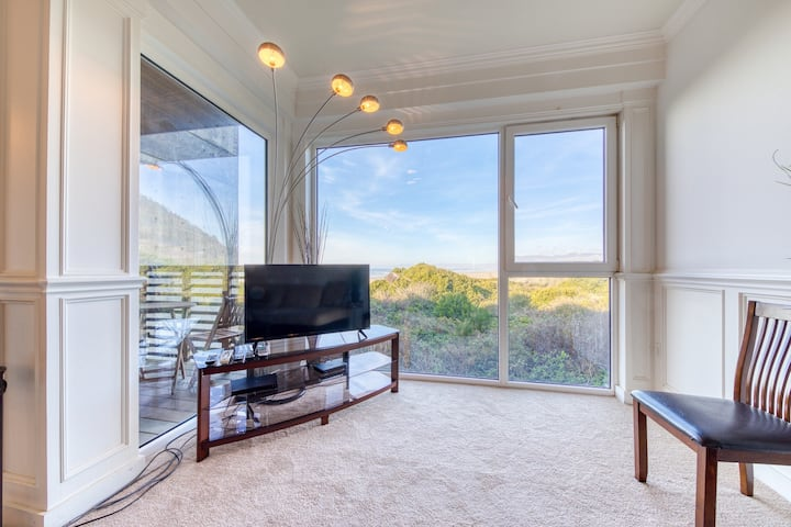 Dog-friendly, oceanfront condo w/ two private decks & beach views/access!